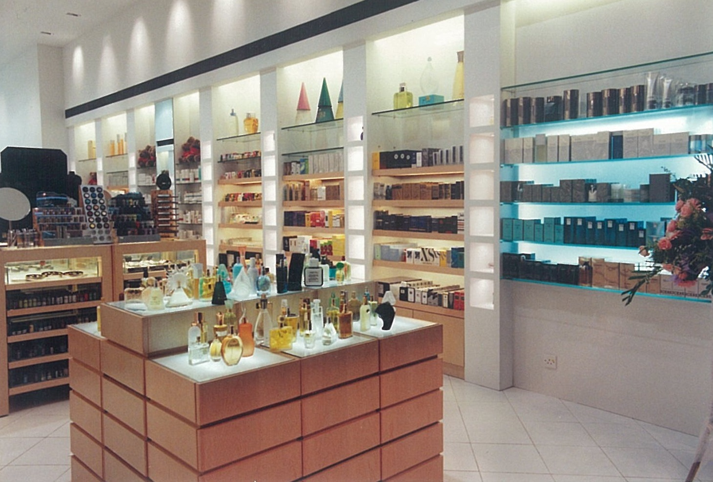 Colour and Scent Retail Store –  Tsim Sha Tsui